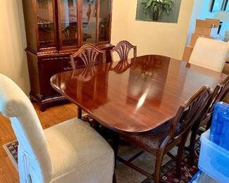 Beautiful dinning room table w/2 leaves, 2 arm chairs, 4 side chairs and 2 upholstered chairs also w/matching China Cabinet