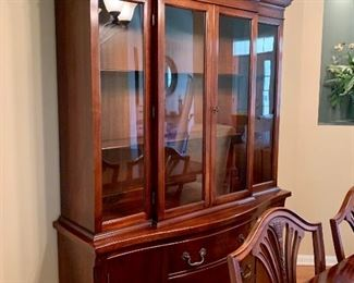 Georgetown Galleries - Solid Mahogany  Lighted China Cabinet - in excellent condition Beautiful curved pediment on top