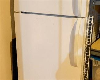 Refrigerator/freezer -upright