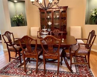 Georgetown Galleries - Solid Mahogany  - Dining room table w/6 chairs, 2 leaves and pads and matching hutch