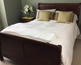Queen bedroom suit https://ctbids.com/#!/description/share/189832