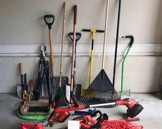 Assorted gardening tools      https://ctbids.com/#!/description/share/189853