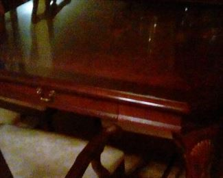 Dining table closed drawer