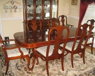Queen Anne style double pedestal dining table with 7 chairs