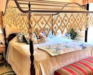 Henkel Harris Mahogany 4 Poster Bed w/Cotton Lace Canopy