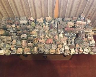 lilliput lane houses all boxes are available too if interested in these call 630-290-3825 we will sell entire collection before sale