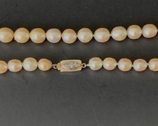 Art Deco natural pearl choker w/diamond clasp.