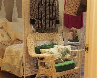 Darling room of Vintage White Wicker Furniture