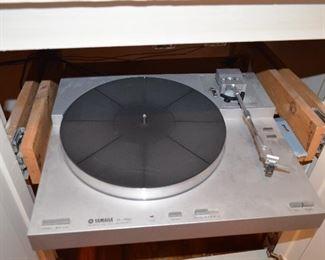 Yamaha Turntable p-750