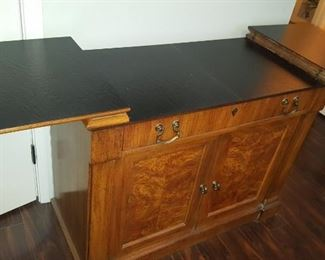 Exceptional sideboard server