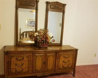 DOUBLE MIRROR DRESSER MATCHES BED