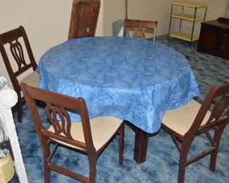 Nice Mission Oak Table and Chairs
