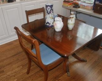 Nice Duncan Phyfe Table with 4 chairs