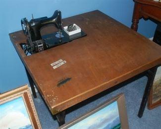 Vintage Sewing Machine / Table