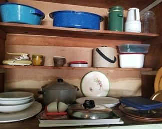 roasting pans and cookware