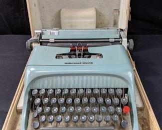 Vintage Underwood Olivetti Typewriter
