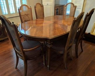 $200  Dining room table with 6 chairs