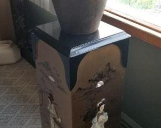 Oriental pedestal