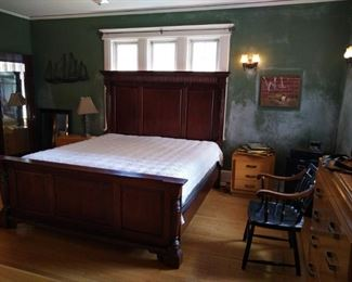 King size bed with recessed lighting