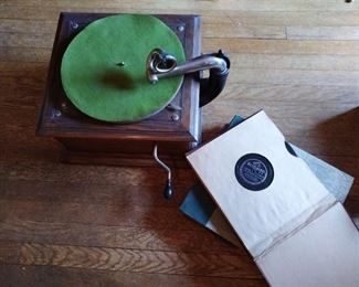 Vintage Victor Victrola with may 78's. Works great.