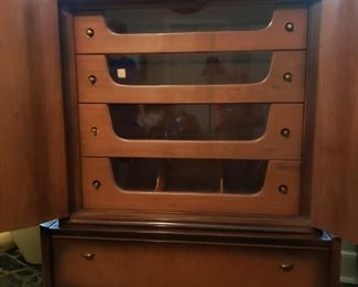 Chest of Drawers / Amoire