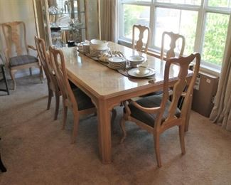 Walter E. Smithe dining table w/ 2 leaves, pads and 6 chairs