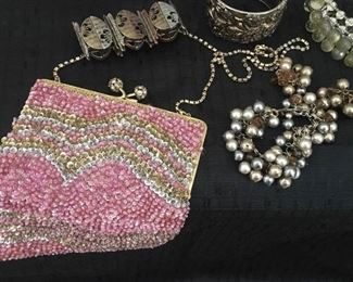 DELILL Vintage Beaded Bag & More!     https://ctbids.com/#!/description/share/190447