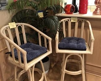 Swivel bamboo barstools.  Very comfortable!