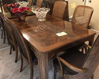 Stunning Dining Table with two leaves and six chairs!