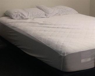Hydraulic lift bed