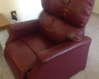 Small sized lift chair