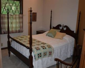 Great looking four poster double bedroom suite! Priced to go!