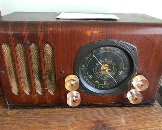 Antique Broadcast shortwave radio