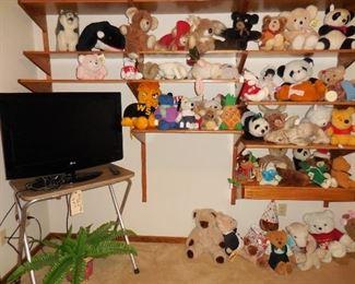 "32"" LG tv; stuffed animals"