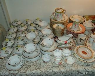 Set of Herend cream soups and coffee service, Rothschild bird pattern