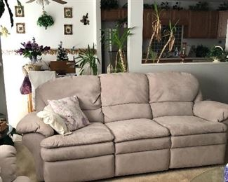 Wonderful couch and loveseat.