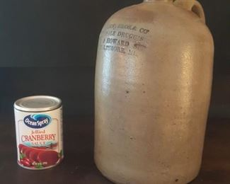 Side view of jug.  Great condition, no chips (Cranberry can for scale)