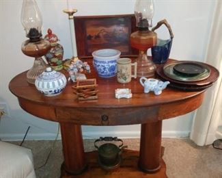 Antique/Vintage Oval Grecian Feet Tiger Oak Library Table.