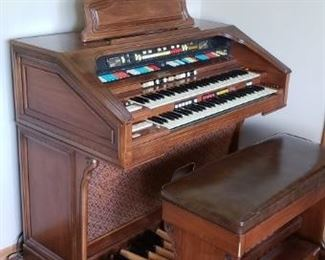 Hammond Upright Organ