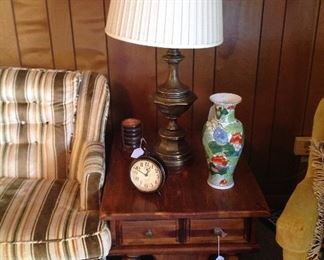 Wooden side table, brass table lamp, vase, set of coasters and base, clock