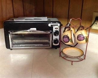 Broiler oven, cute rack with saucer and small cups