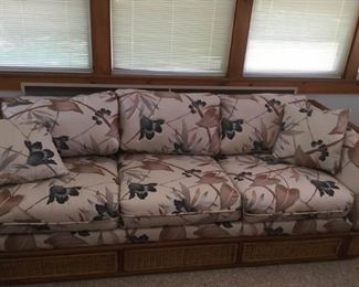 Beautiful Bassett Sleeper Sofa            https://ctbids.com/#!/description/share/191786