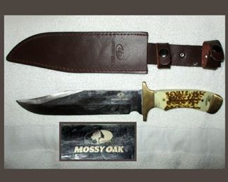 Mossy Oak Bowie Knife and Sheath in Excellent Condition