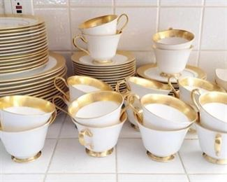 100	  Oxford Bone China Maldon Dish Set includes Lenox and Haviland Dishware Oxford Bone China Maldon Dish Set includes Lenox and Haviland Dishware. Oxford Bone China Includes approximately 18 tea cups, approximately 46 small/medium sized plates and approximately 16 large plates.