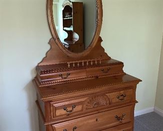 Beautiful rich wood, dresser w/mirror