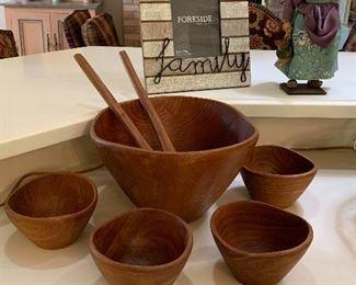Large wooden bowl and 4 salad bowls