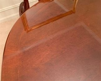 #4		Universal furniture dining table w 6 chairs and 2 leaves 64-92x42x29	 $275.00