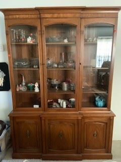 beautiful hutch in mint condition