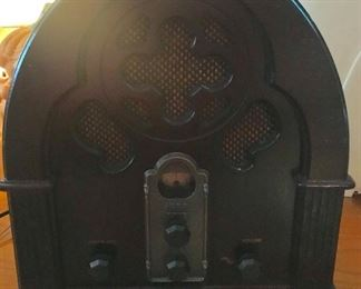 Thomas reproduction radio
