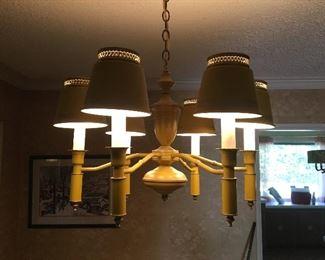 Metal American colonial chandelier, 6 luminaries.